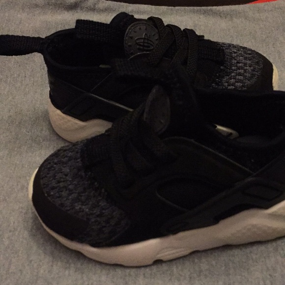 ebd1877c9ae Nike Huarache Run Drift Infant Toddler Shoe. M 5bb96cb8fb3803b3deeaccf5